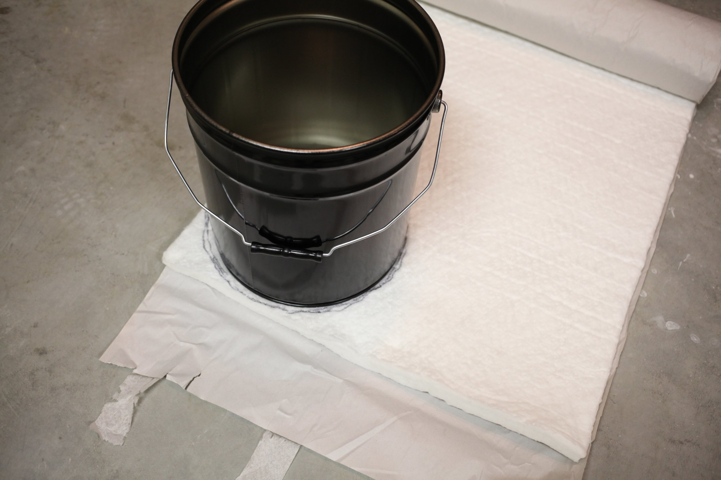 5-gallon steel bucket ( BayTec ) and ceramic fiber blanket ( Axner ).
