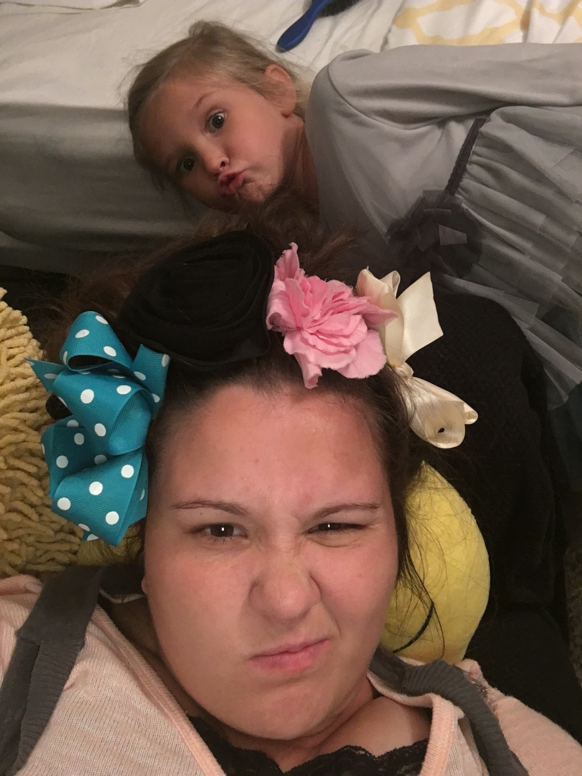 Hadley wanted to put allllllll of her flowers and hairbows in my hair......she thought it would be purdy.