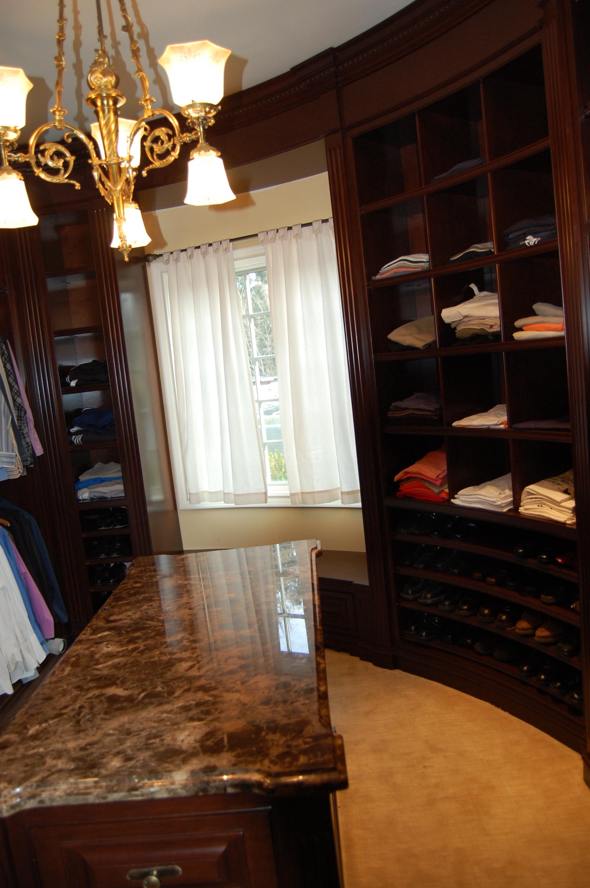 Closet2b.JPG