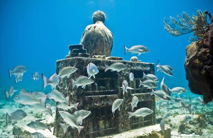 Jason deCaires Taylor - underwater sculpture - Dream Collector