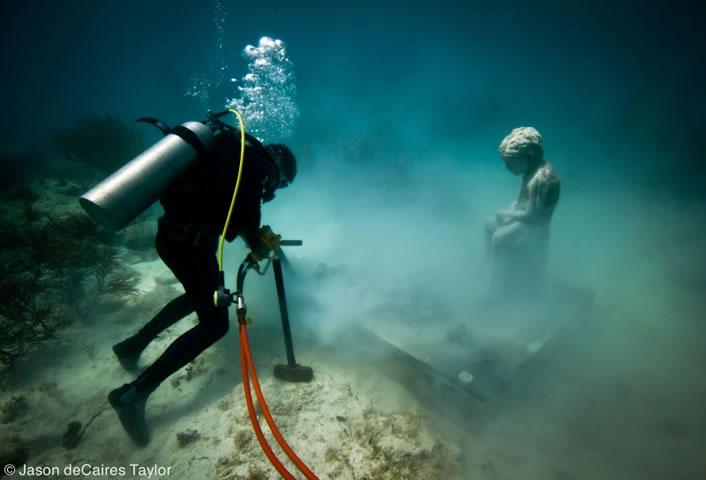 Jason deCaires Taylor - underwater sculpture - Inheritance