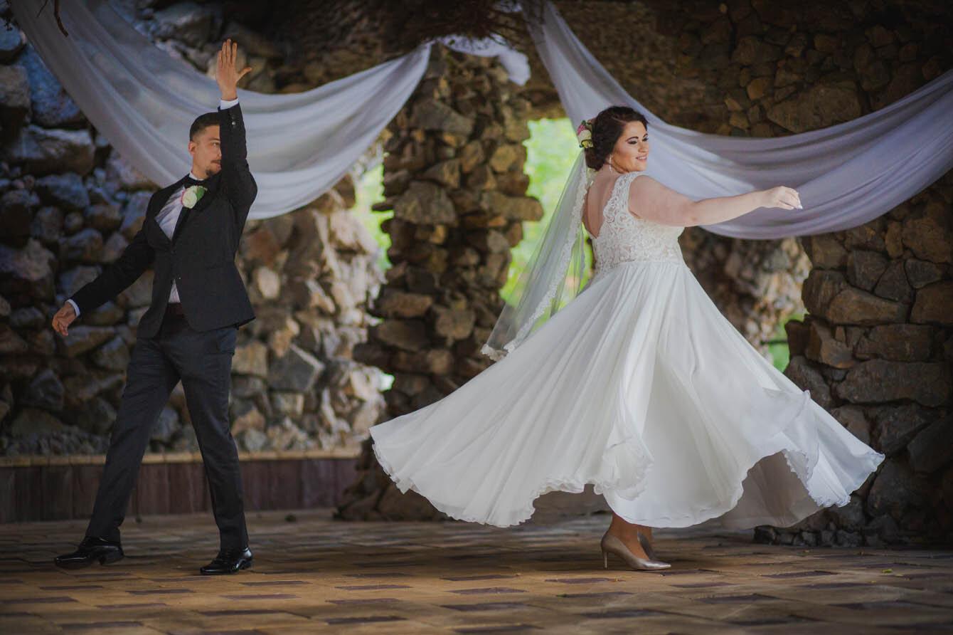 Fotografie ślubne Marka i Angeliki w domu weselnym pod Grzybkiem fotograf Bartek Wyrobek  15.jpg