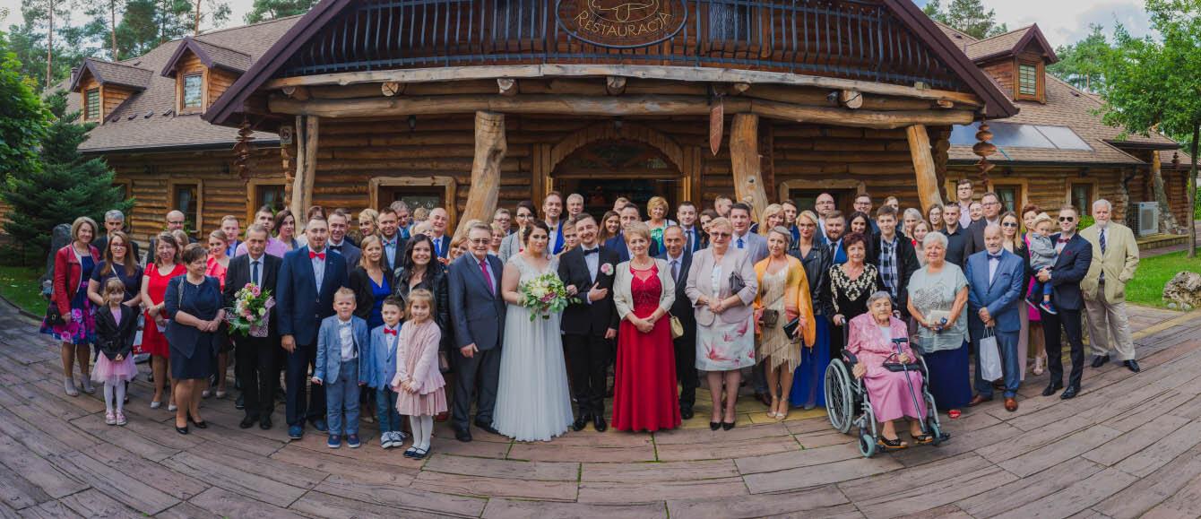 Fotografie ślubne Marka i Angeliki w domu weselnym pod Grzybkiem fotograf Bartek Wyrobek  19.jpg