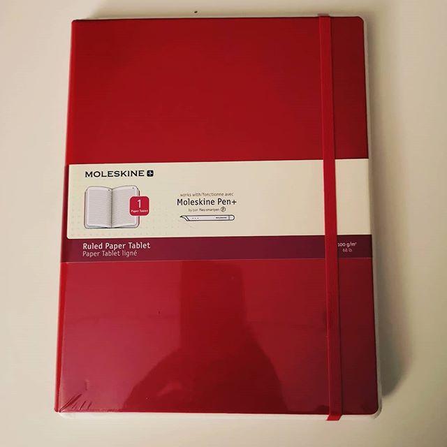 """No va beh allora ditelo... Un altro regalo per il mio kit cartodigitale: """"Così quello nero lo usi per gli appunti vari, quello rosso grande per lavoro"""". Grazie amore 💕 🤗"""