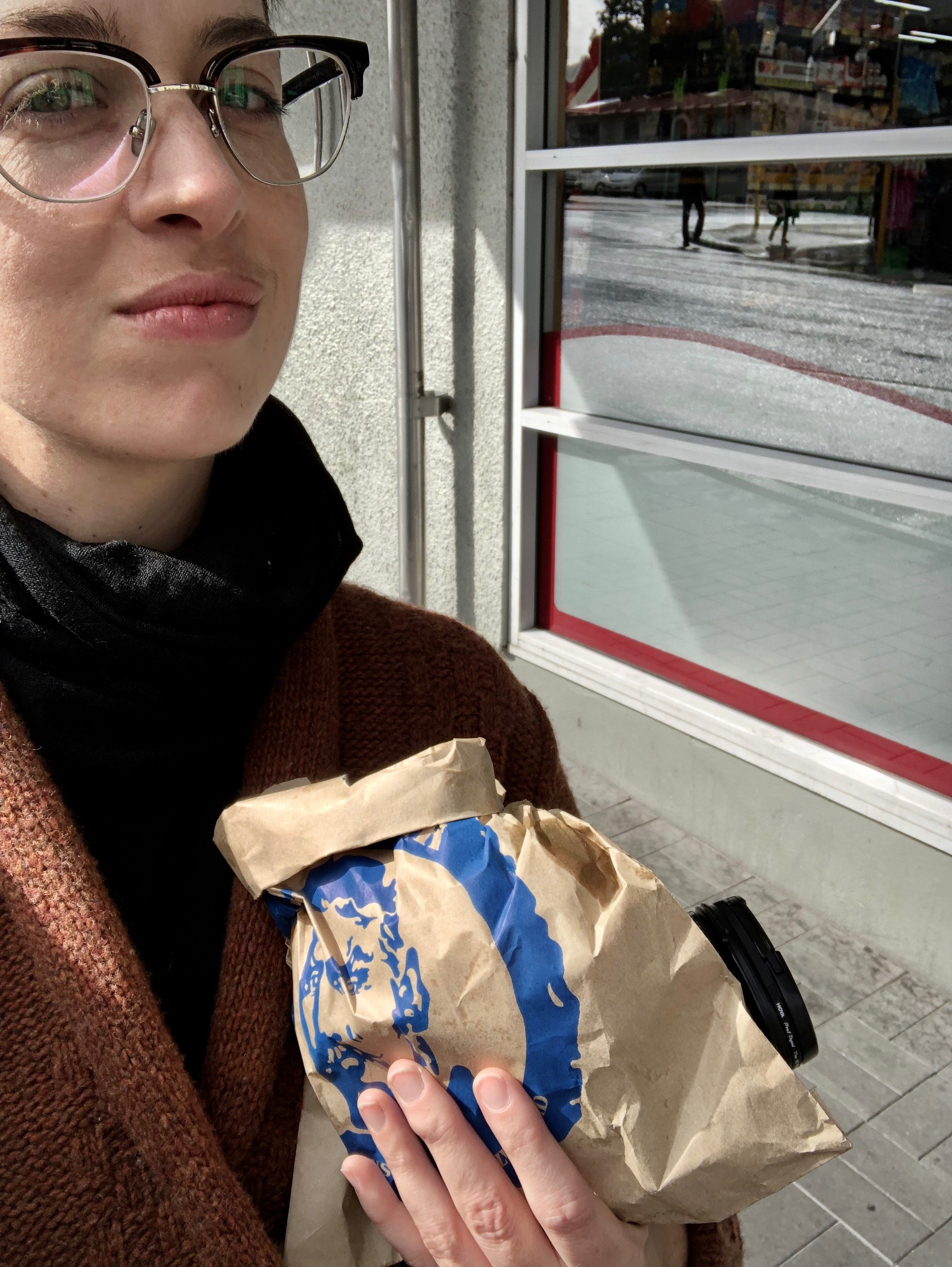 This is the face of a woman (hello, it's me 👋🏻) about to smash a bloody good burger (hey, Ferg 🍔). That's also the neck gaiter I bought and wore immediately.