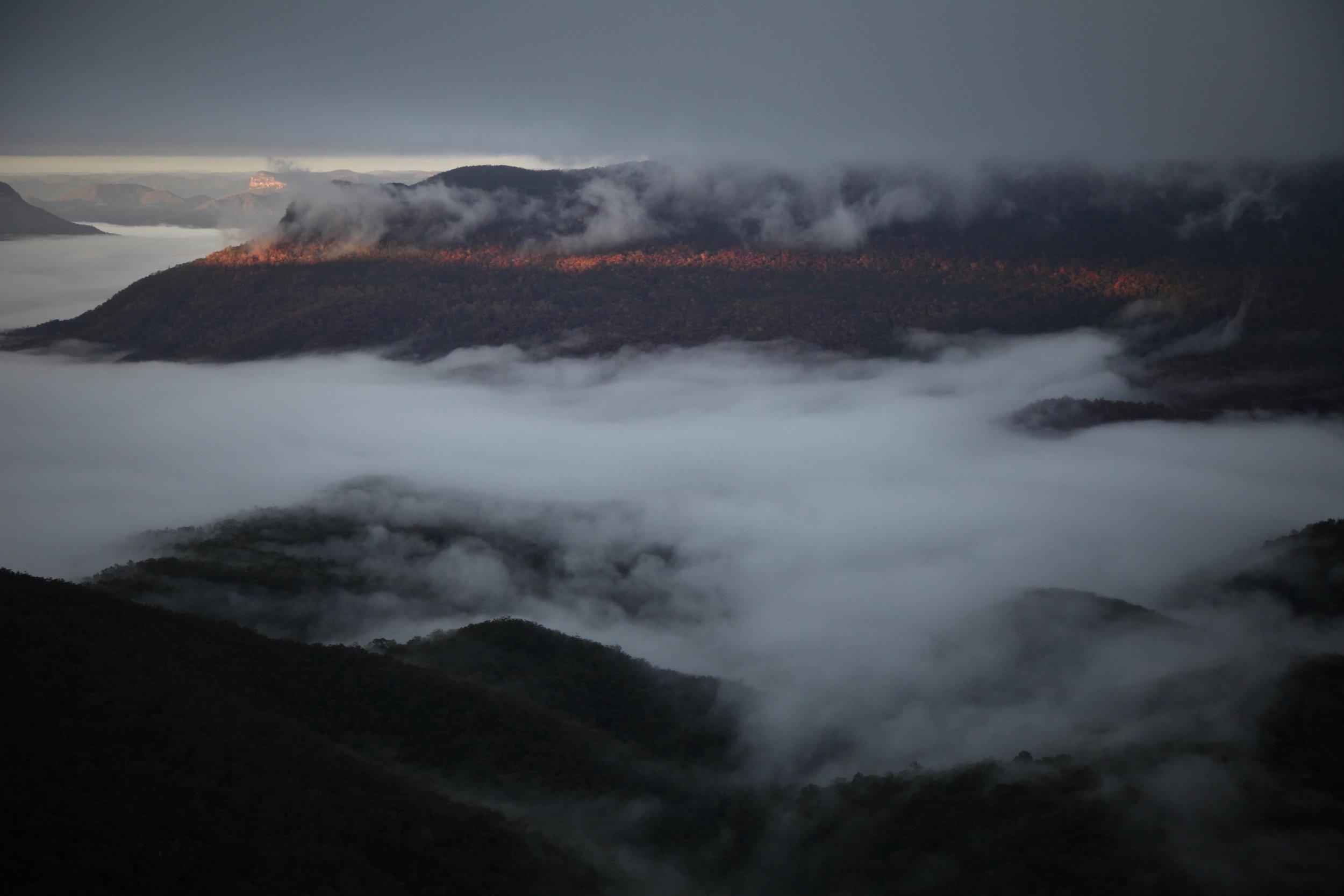 blue-mountains-dawn.jpg