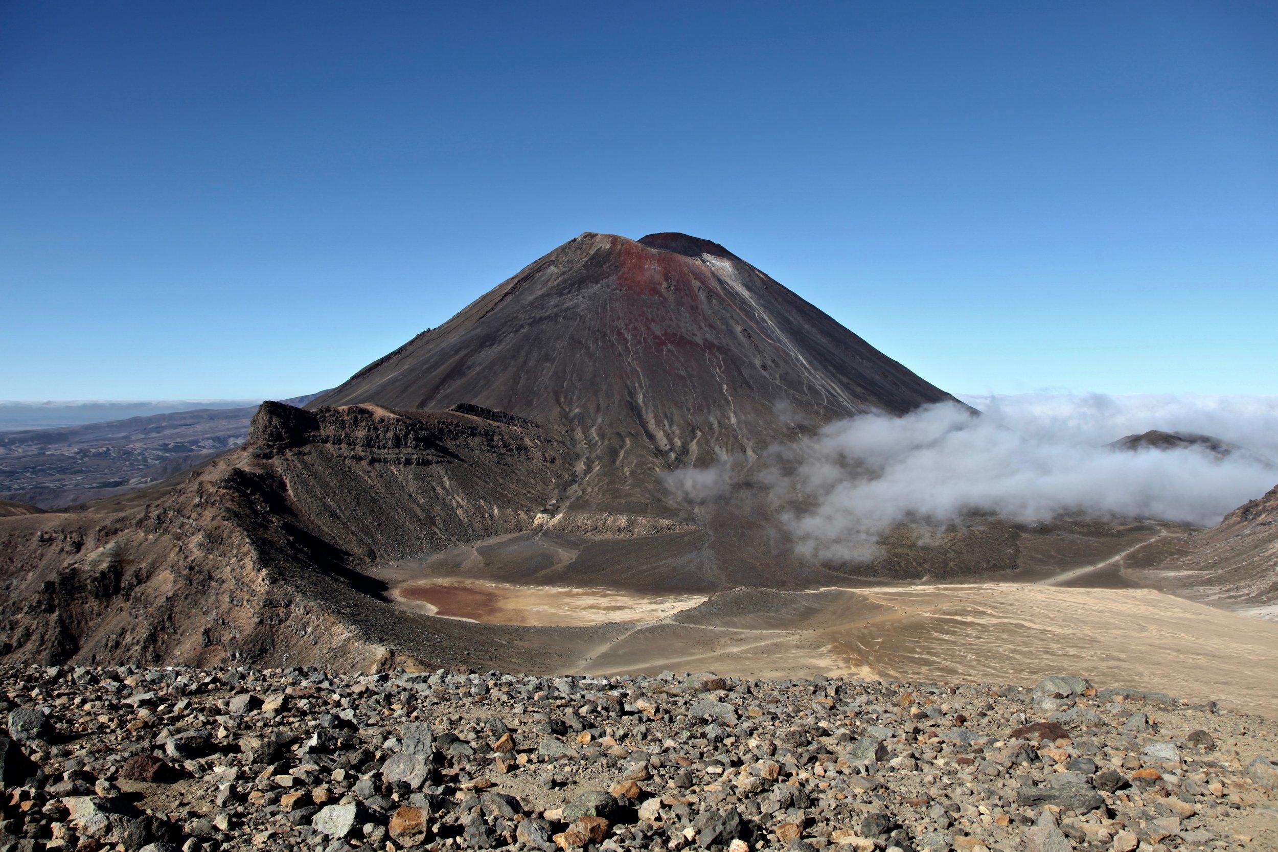 mt-ngauruhoe-volcano-tongariro-crossing.jpg