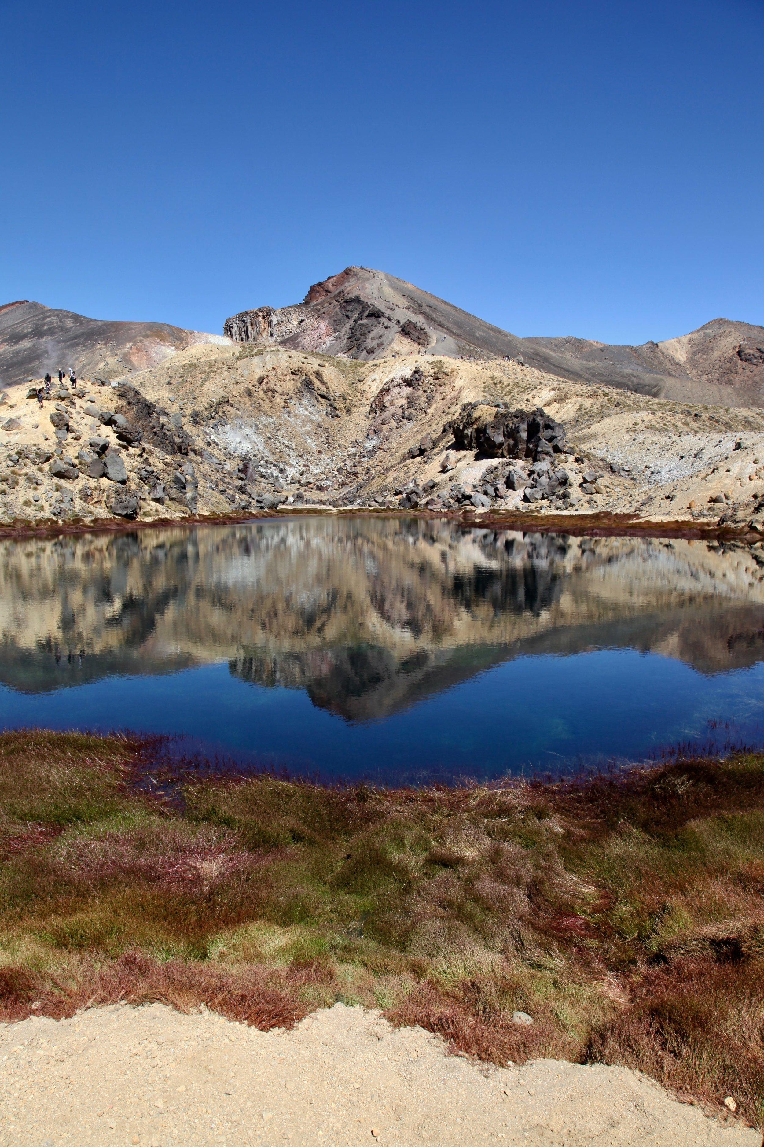tongariro-emerald-lake-reflection.jpg