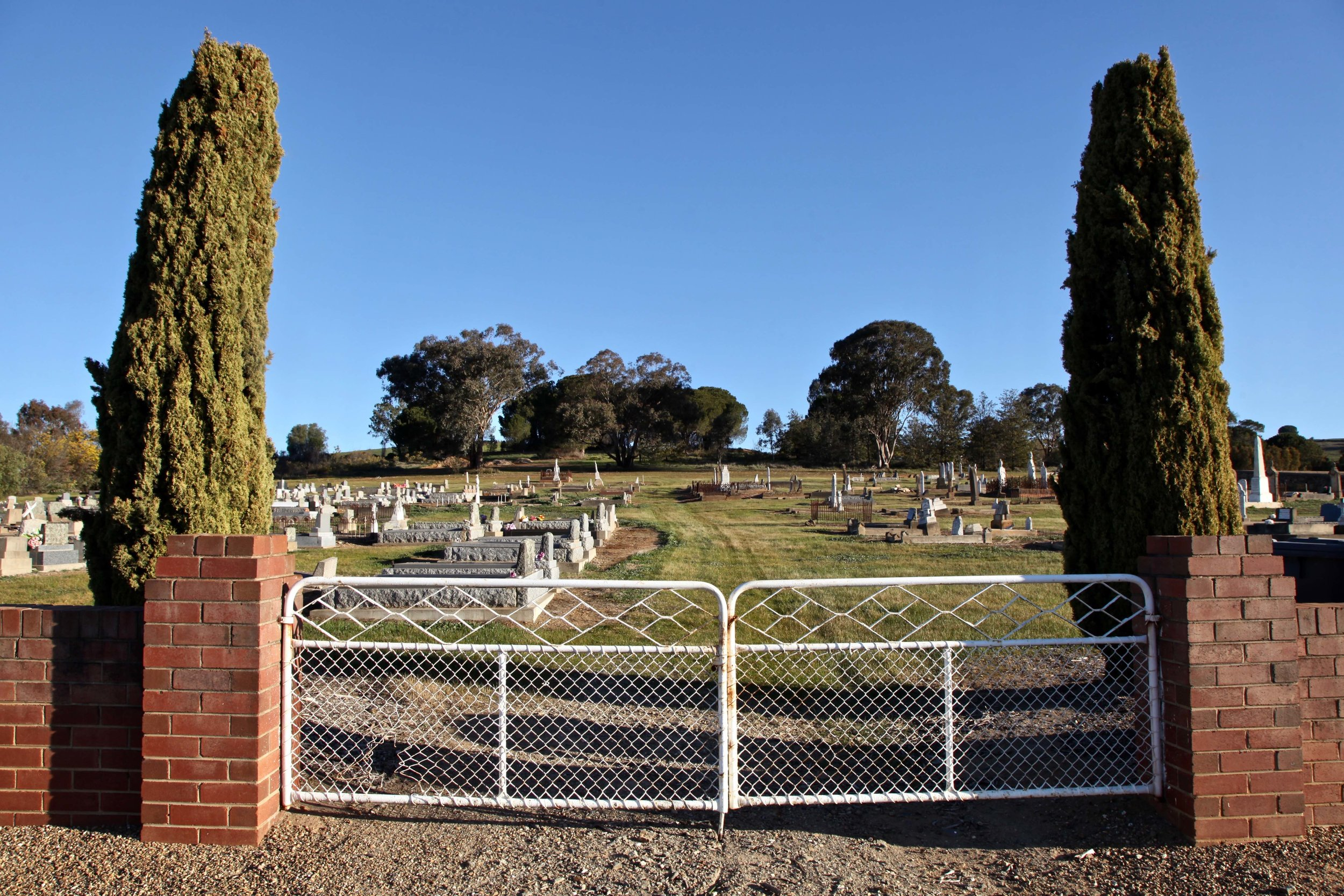 North Gundagai Cemetery is located a couple of kilometres out of town on William St.