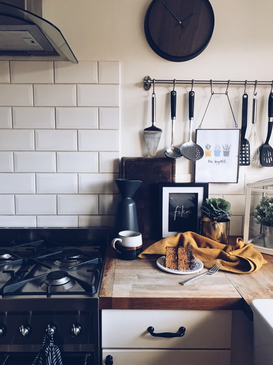 Kitchen And Cake