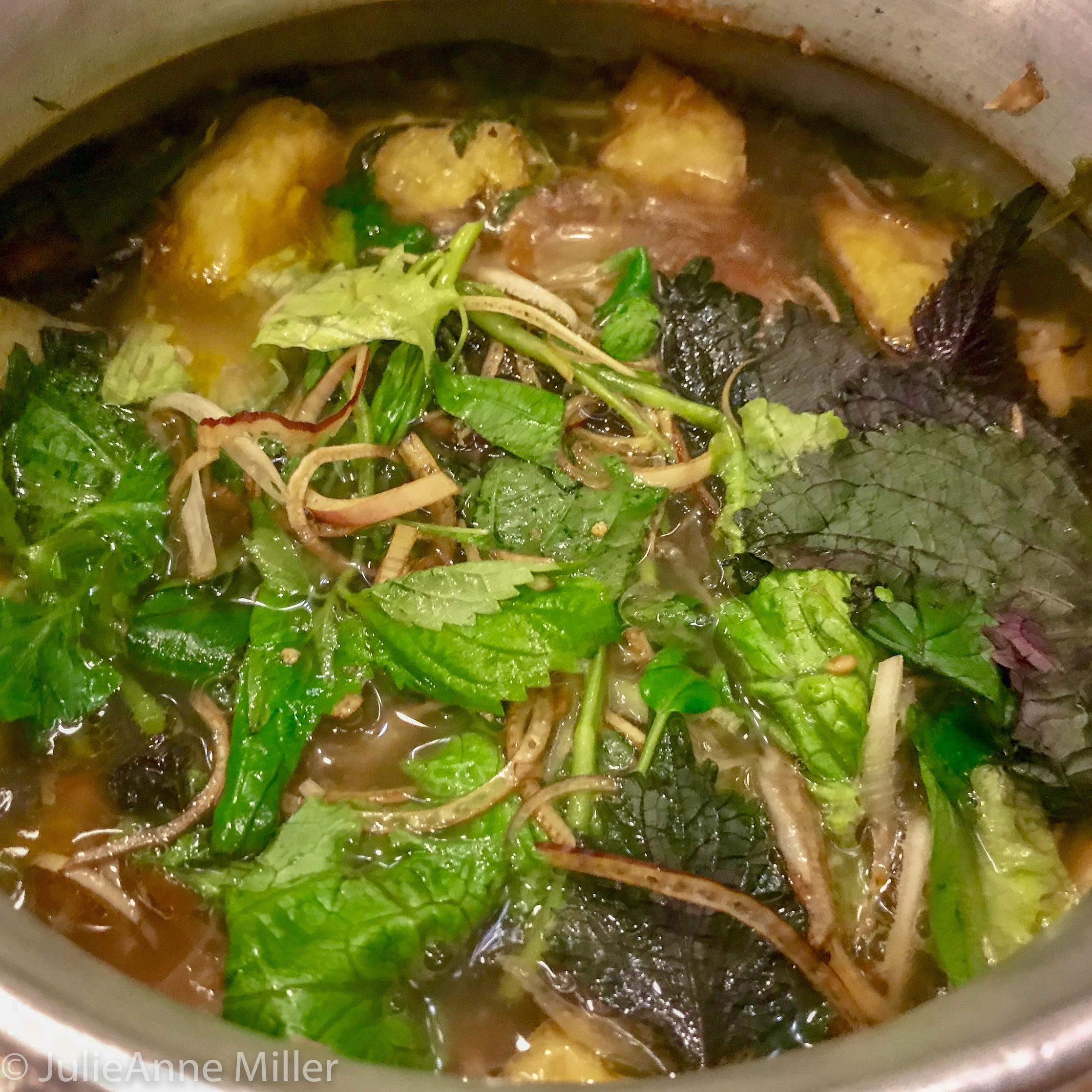 delicious lau crab hotpot