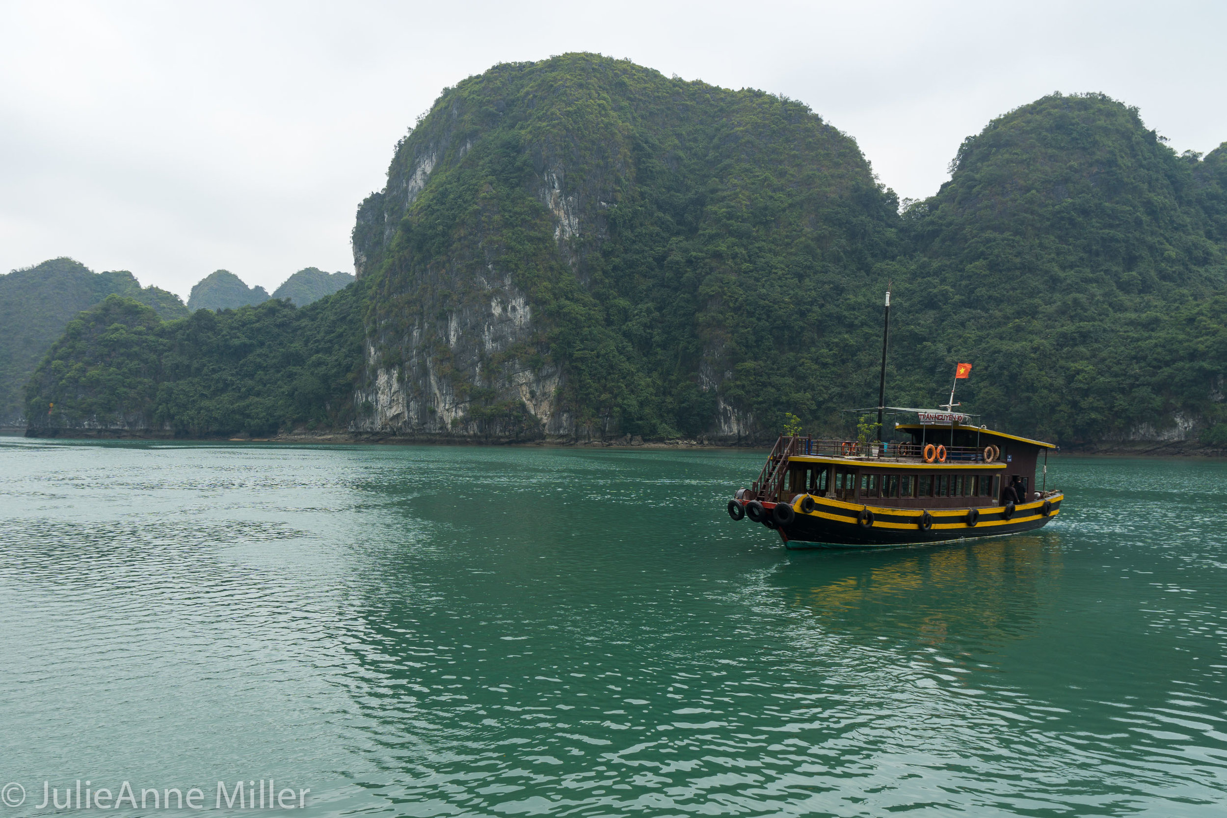 Cat Ba turquoise waters