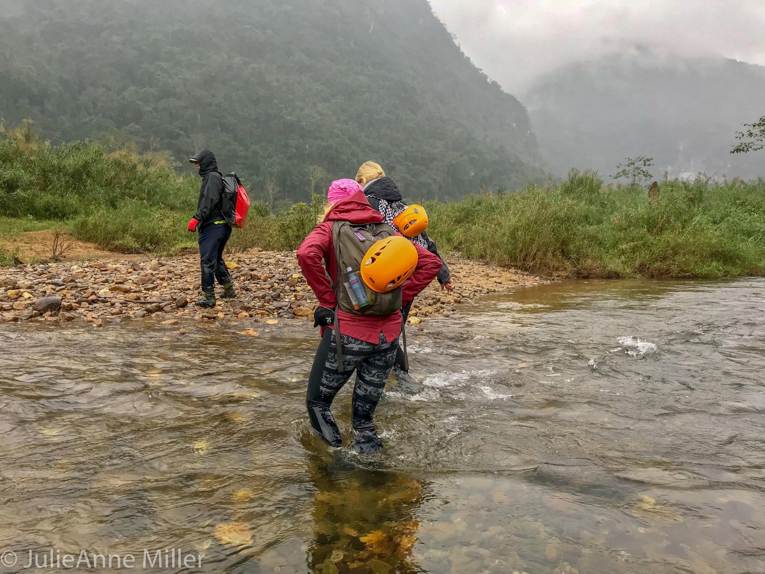 Hang En Cave trek