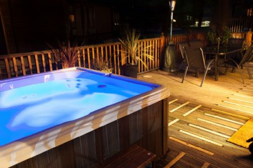 Outdoor hot tub for exclusive use by Footprints Lodge guests