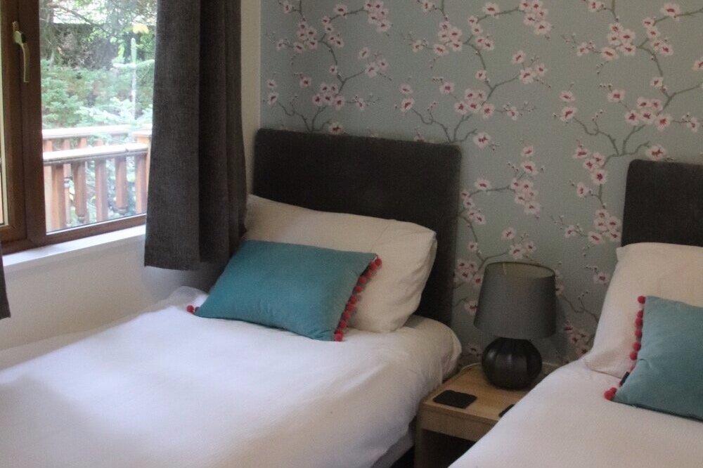 2nd twin bedroom