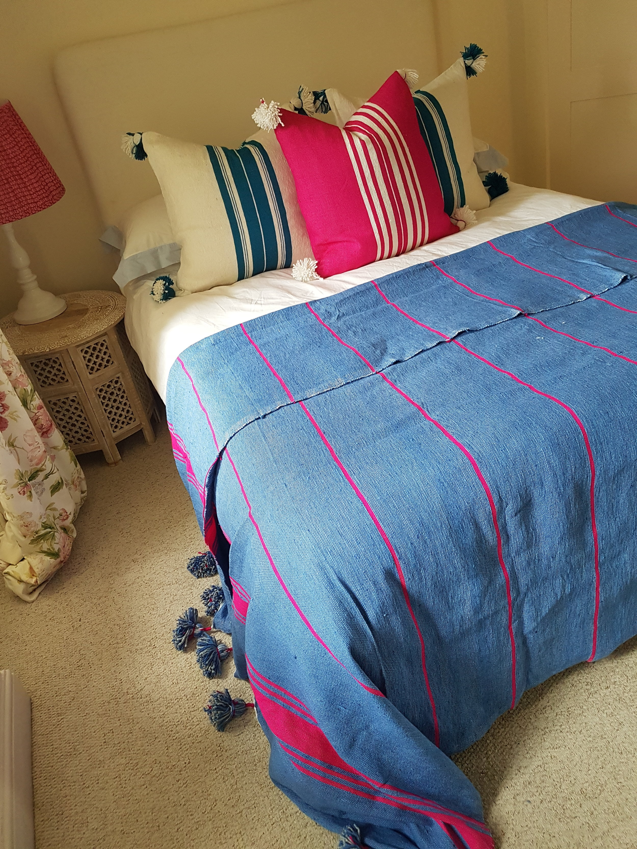 Shop the look, click  here for pink cushion  and  here for white & blue cushion .