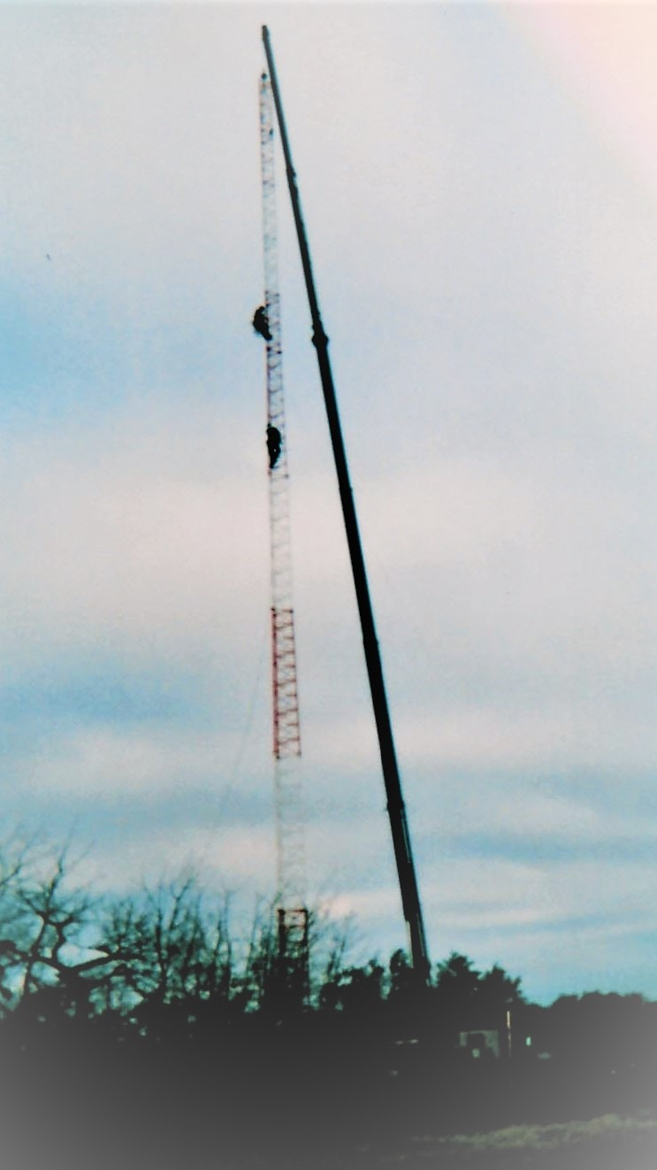 2004 - 30 ton picker holding 165' tower