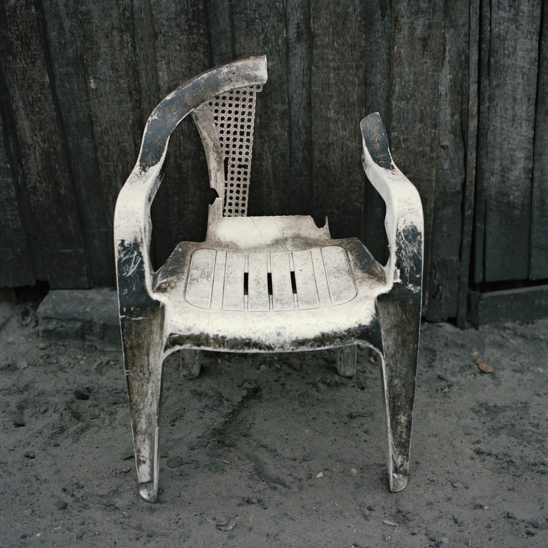 8.plastic_chair.jpg