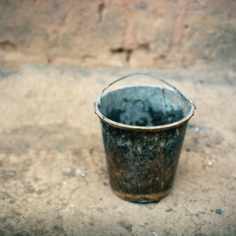 15.empty_bucket.jpg