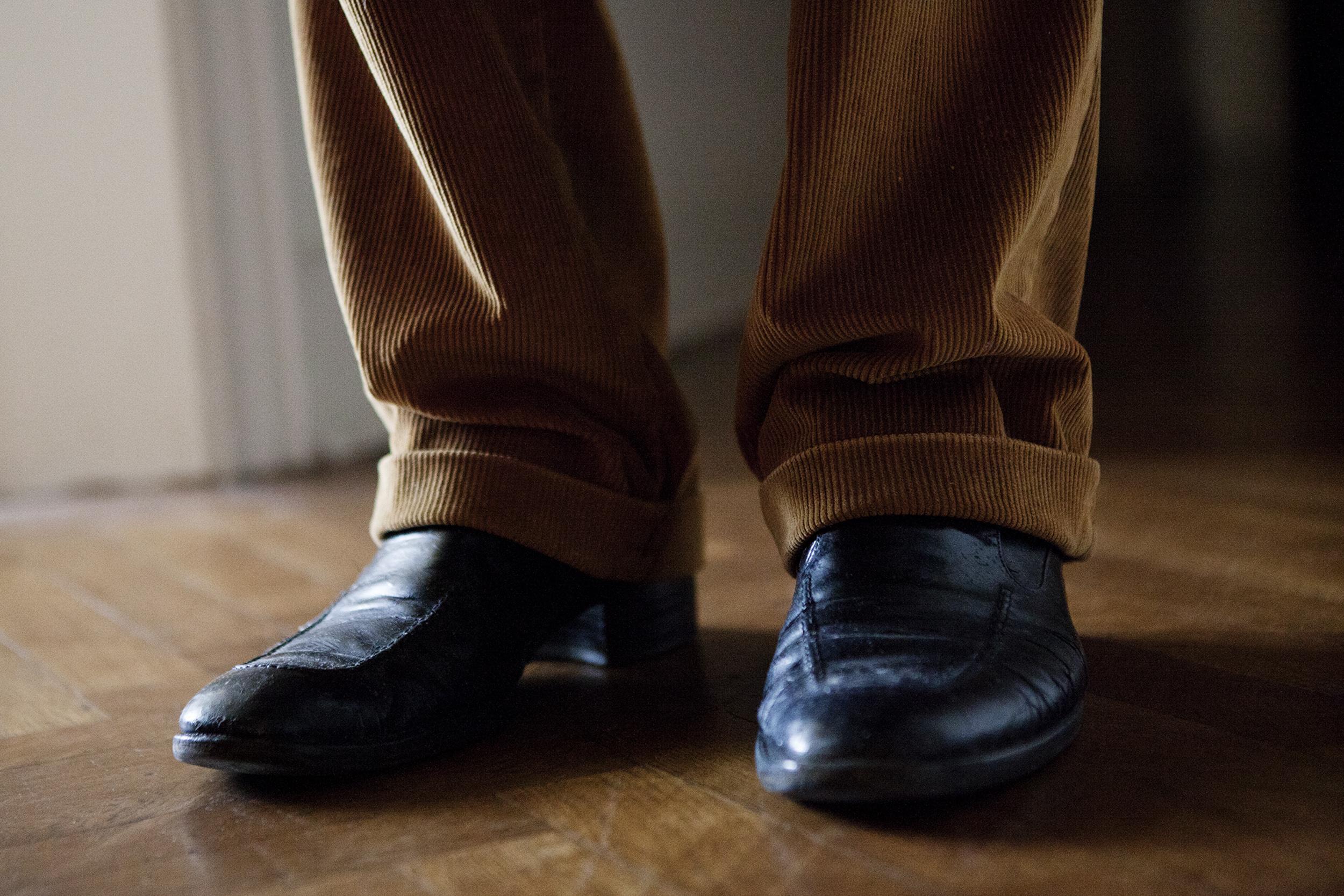 25.Eric's_shoes.jpg