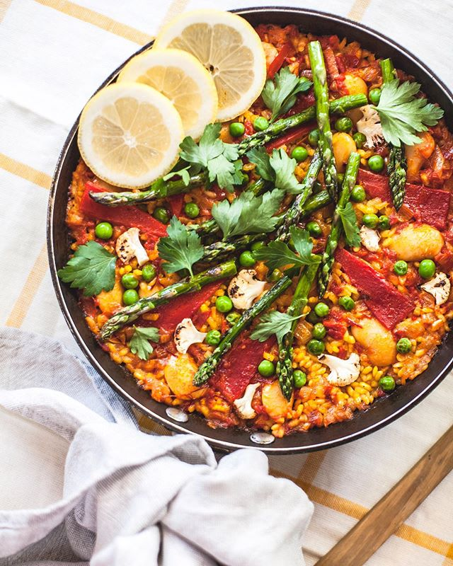 Is a plant-based Paella, still a Paella? You decide.  This recipe for vegan Paella Valenciana from our new eCookbook is now live on the blog. With loads of photos to help you get the hang of it along with me boldly comparing Jamie Oliver's 'Paellagate' in 2016 to the possible fallout I may encounter with my Spanish friends and family from calling this dish Paella. Whatever you call it, it's really a tasty tiny kitchen recipe with up to 10 vegetables in it and takes about 30 minutes to make. Perfect Sunday lunch fodder.  Have a good one folks 💫 • • • #paella #paellavalenciana #veganpaella #arroz #vegan #food #glutenfree #plantbased #eatmoreplants #veganvanlife #wonderlandfoodontheroad #eattherainbow #vegansofspain #whatveganseat #vegetarianrecipes #organic #veganfood #healthyfood #crueltyfree #veganfoodshare #veganlife #vanlifediaries #vanlifemood #vanlifeeurope #vanlifemagazine #camperlife #tinyhouse #mytinykitchen