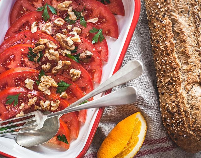 Summer Tomato Salads. 🍅🍊🍅🍊🍅🍊🍅🍊🍅 In the northern hemisphere it's that sweet spot of the summer where the tomatoes are popping and the taste is as good as it gets 🎉🍅🤩 Here are three super simple tomato recipes for all your weekend scores at the farmer's market,  swipe to see 1, 2, 3... 1) Summer Tomato Salad 2) Black Tomato Tabbouleh 3) French Summer Fennel & Tomato Salad with Pomegranate (Find recipes 1 & 2 on page 25 & 18 of our eCookbook, link in profile and 3 is on our blog, see stories!) Happy Friday Folks 🍅💃🏼🍅💃🏼🍅💃🏼🍅💃🏼🍅💃🏼🍅 • • • #wonderlandfoodontheroad #summertomatoes #summertomatosalad #frenchsummerfenneltomatosalad #blacktomatotabbouleh #tomatoes #vegan #glutenfree #wholefood #plantbased #eurosummer #heirloomtomatoes #farmersmarket #glutenfreevegan #veganrecipes #freeecookbook #saladsfordays #opp #onepartplantxwholefoods #eatmoreplants #whatveganseat #simplethingsmadebeautiful #freshisbest #raw #eatlocalgrown #supportyourfarmers