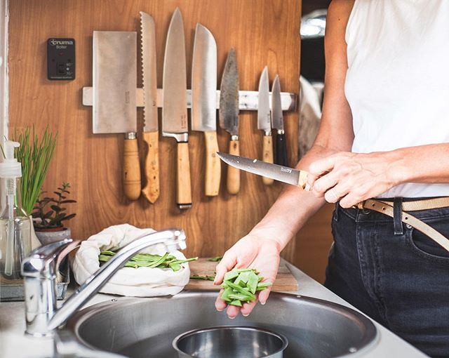 Thoughts on a green kitchen. 🥒🔪🥒🔪🥒🔪🥒🔪🥒🔪🥒 I wanna talk sustainability for a second. After a year and a half on the road in our van I have made many adjustments and discoveries in an effort to travel as responsibly and live as low impact as possible, so I'm putting together a little guide for others in the #vanlifemovement around hacks for the kitchen, reducing food waste, #ecoconscious cleaning products and #ecofriendly tank  maintenance. 💡💡💡 Is there anything you would like me to include? Send me a DM or comment below, I want to make make it as useful as possible but also share all that we've learned so far (which is a lot!). Answer our questions in Stories too, help us make it a really great resource for everyone to share! 🥬🥬🥬 Peas and love, Vanya & Enrique • • • #responsiblevanlife #responsibletravel #sustainableliving #ecofriendlyliving #bethechange #livekindly #breakawaytribe #vanlifediaries #vanlifemagazine #intentionalliving #sprinterlife #sprintervanlife #minimalistlife #fuckplastic #plasticfreeliving #cleanandgreen #greenliving #plasticfreefoodie #wonderlandfoodontheroad