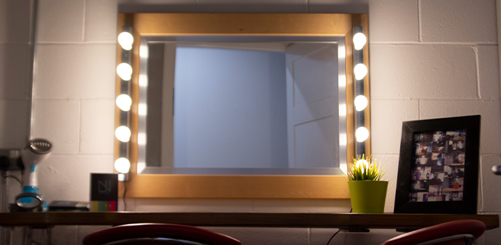 Dressing Room - Designed with make-up artists in mind, our dressing room offers a large mirror, plenty of lighting and a large, plush chair for talent to be cosy in for extended periods