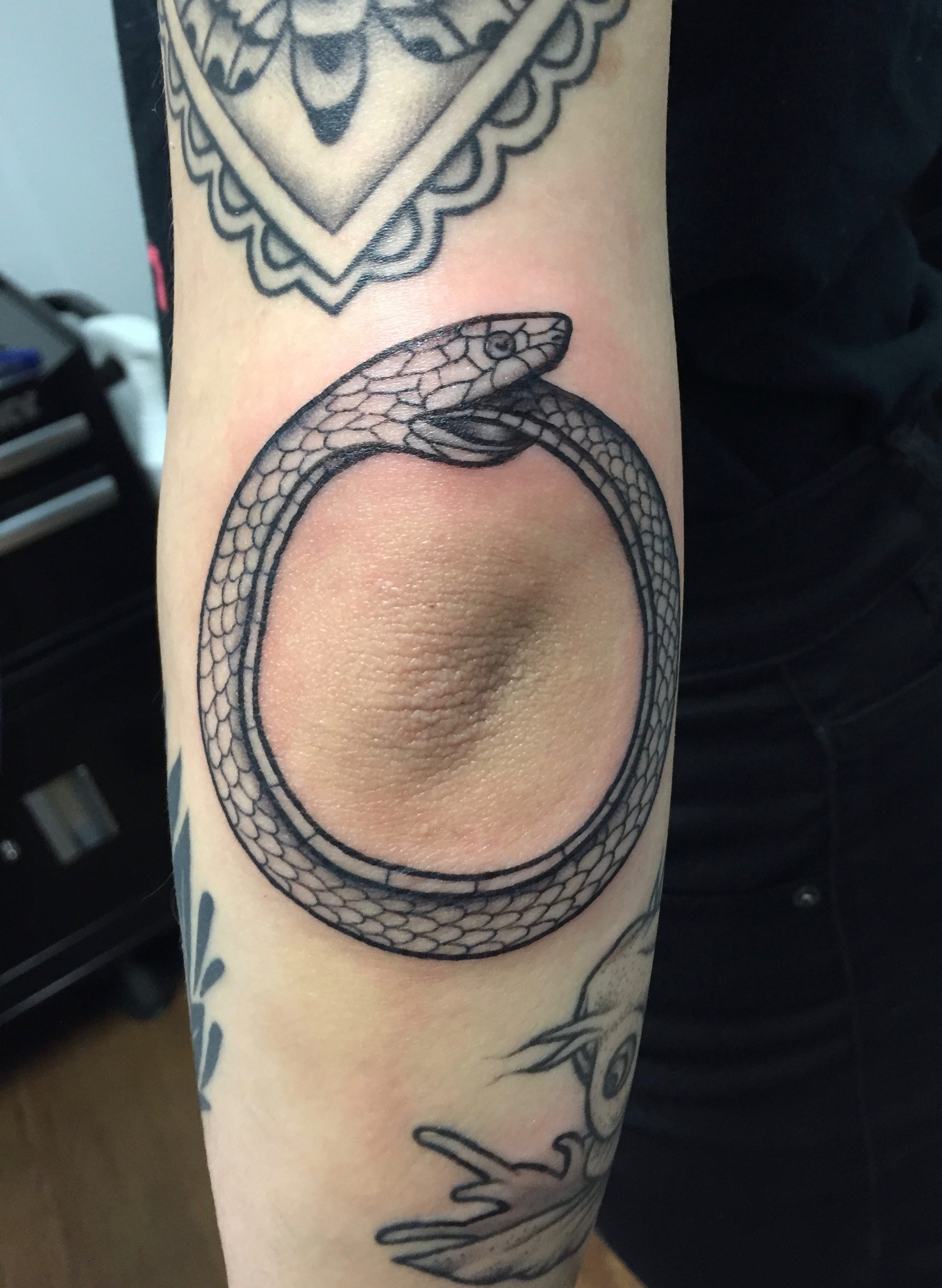 Blackwork snake tattoo by Alveno