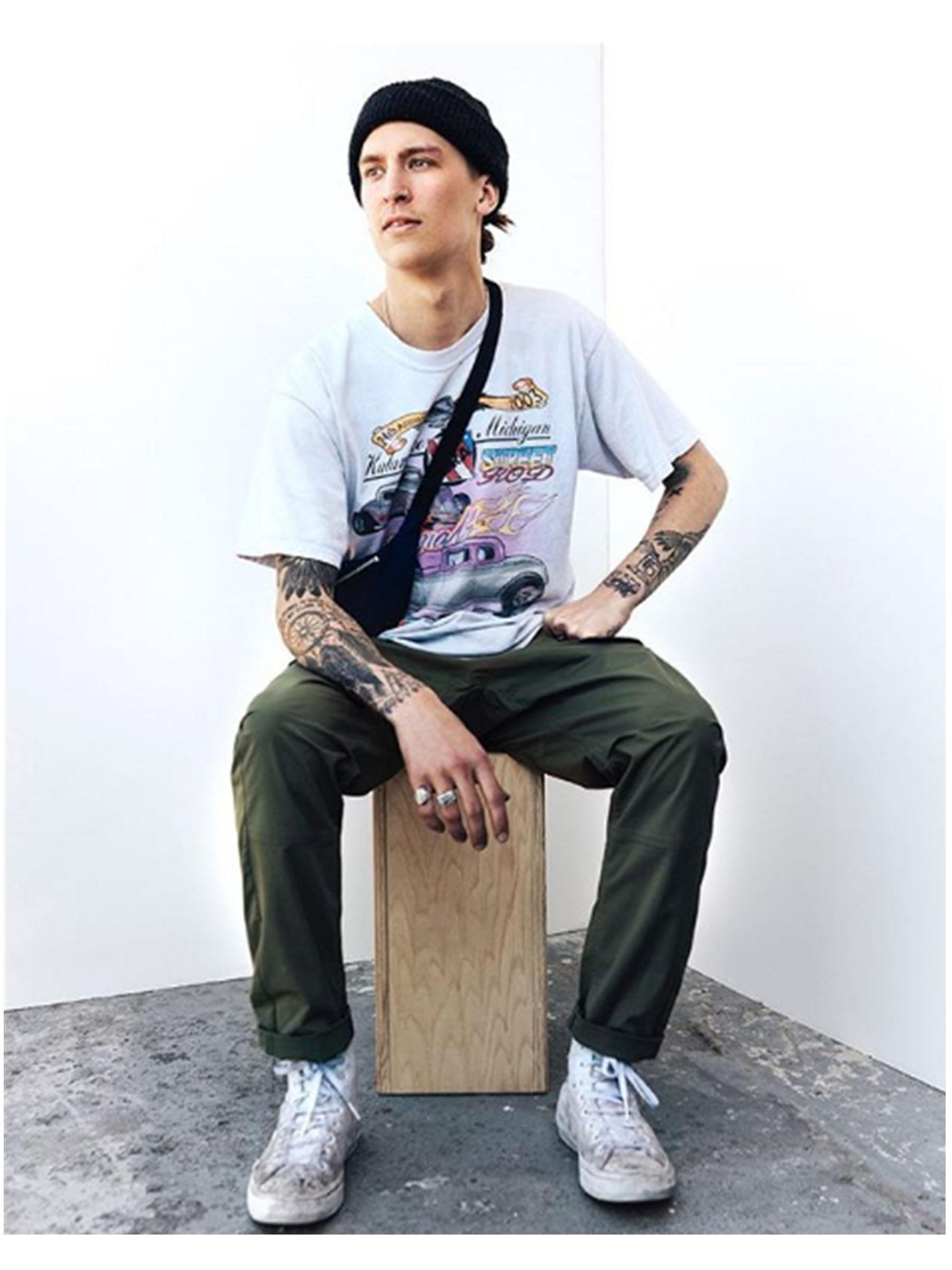 Sleestak is a blackwork tattoo artist in Toronto. Find him on pick the ink. @x.sleestak.x.