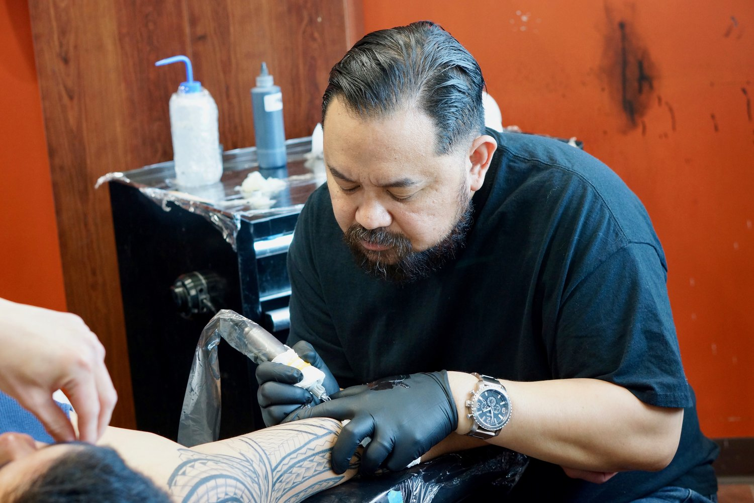 Robtatau specializes in tribal tattoos in Toronto. Find him on pick the ink. @robtatau