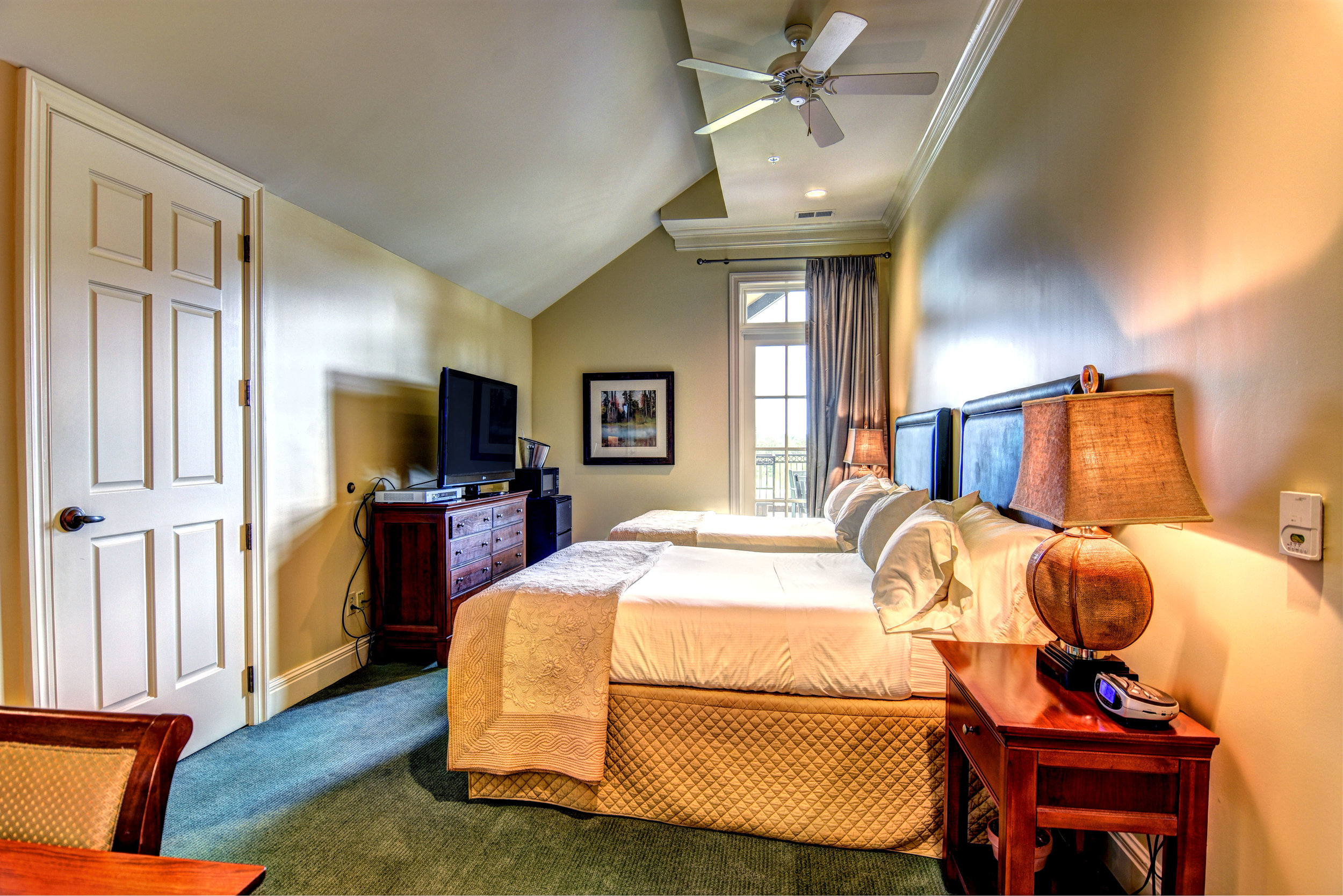 river-landing-wallace-accommodations-cedar-point-suite.jpg