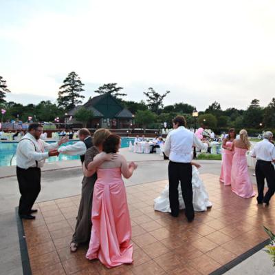 river-landing-north-carolina-poolside-wedding-venue.jpg