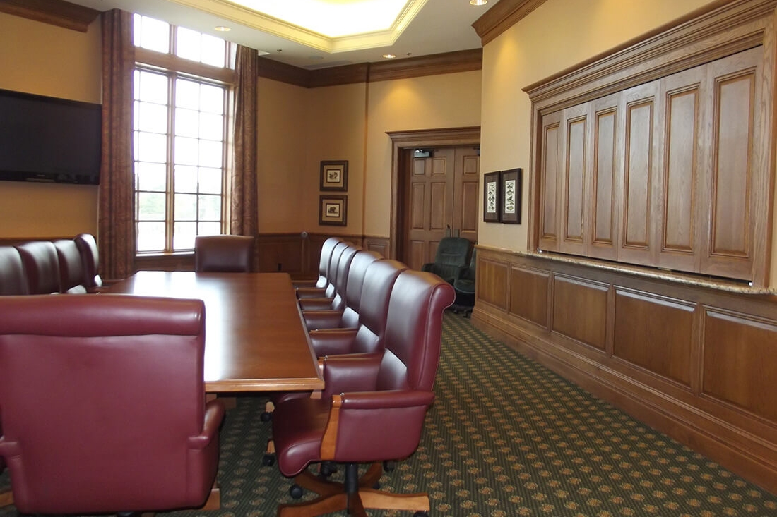river-landing-wallace-clubhouse-spaces-murphy-boardroom.jpg