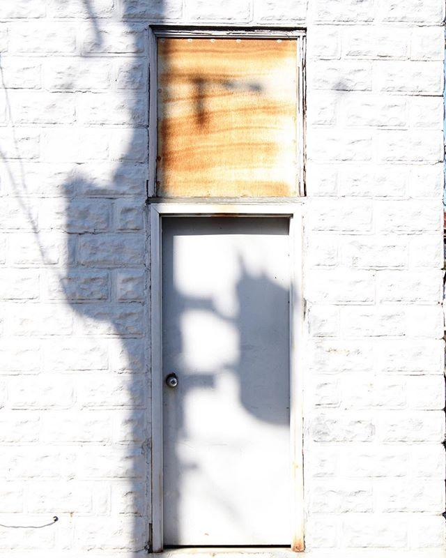 Cast. . . . #arch #archi #archilover #archilovers #architecture #architecturephotography #gominimalmag #interiordesigner #minimablu #minimalmonday #design #designer #realgoodmag #inspo #minimalism42 #okcalmcollective #fndit #thisaintartschool #photographer #designphotography #inspirationphotography #texture #textural #historicalarchitecture #historicalbuilding #rsa_minimal #lookupotd #arkiminimal