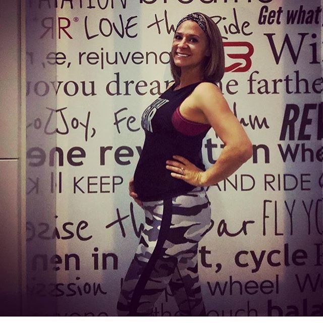 #wcw shout out to this Philly chick @jaynineks who takes over Tuesday nights (and Friday Happy Hour!) at @cyclebar_fortlauderdale 🚴🏽♀️💪🏽❤️ . . . Morning riders, I'll see you M/W/F at 6:00am starting next week! ☀️