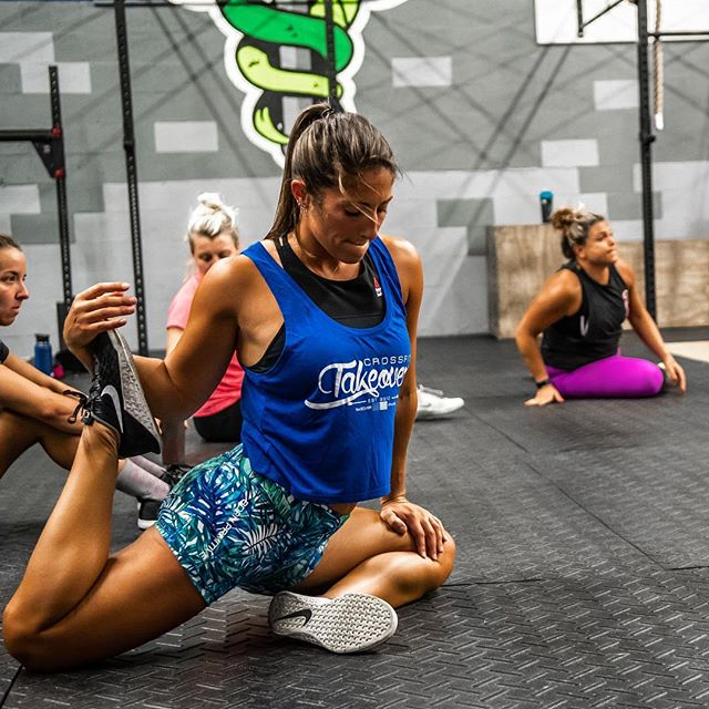 Sore muscles from a weekend of WODs? Drop into Rx Flex Yoga for Athletes today at 11am at @cf_oaklandpark - you won't regret it! #noragrets #noregerts (📷: @juanjungleman) . . #crossfit #yoga #mobility #yogaforathletes #bornprimitive