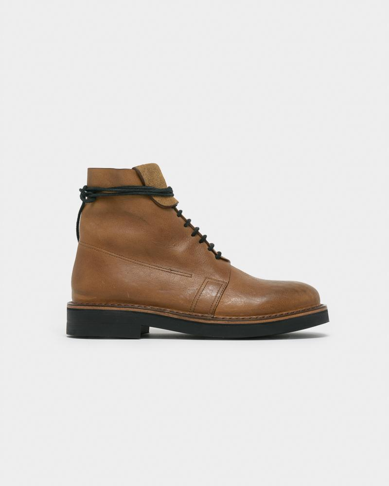 BOOT IN BROWN