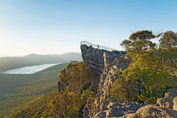The+Pinnacle_Grampians_VisitVictoria.jpg
