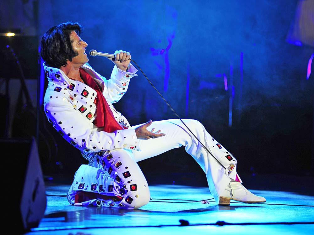 Australian-Elvis-Tribute-Artist-Mark-Andrew-(c)-Parkes-Elvis-Festival.jpg