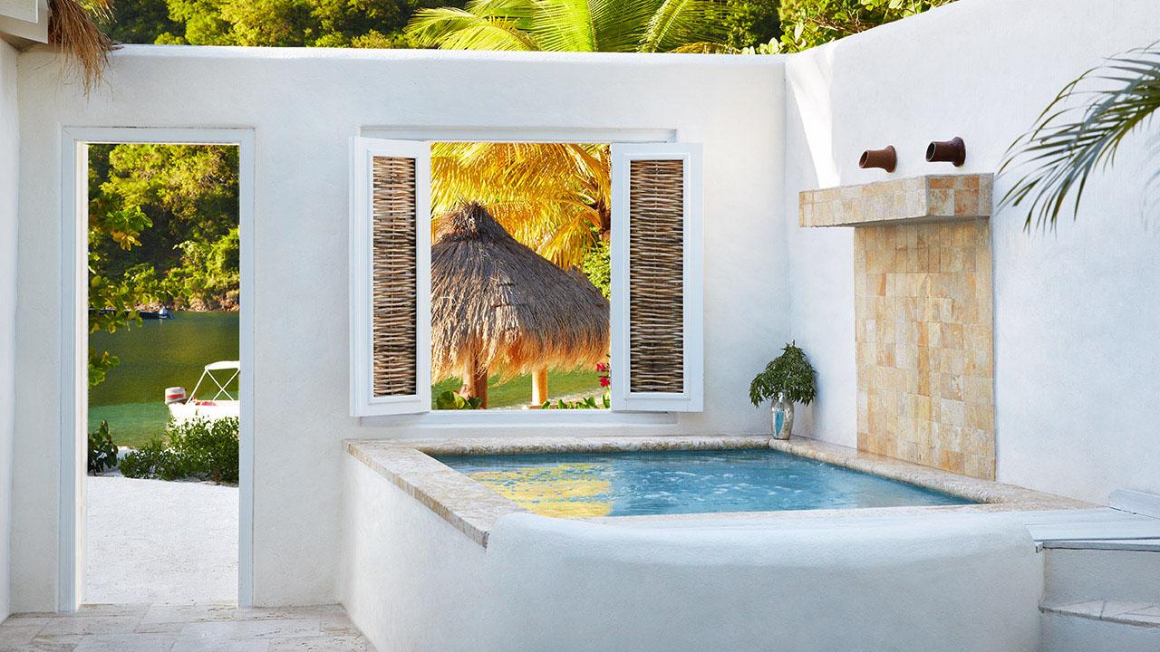 vsb-luxury-beachfront-bungalow-4818-1280x720.jpg
