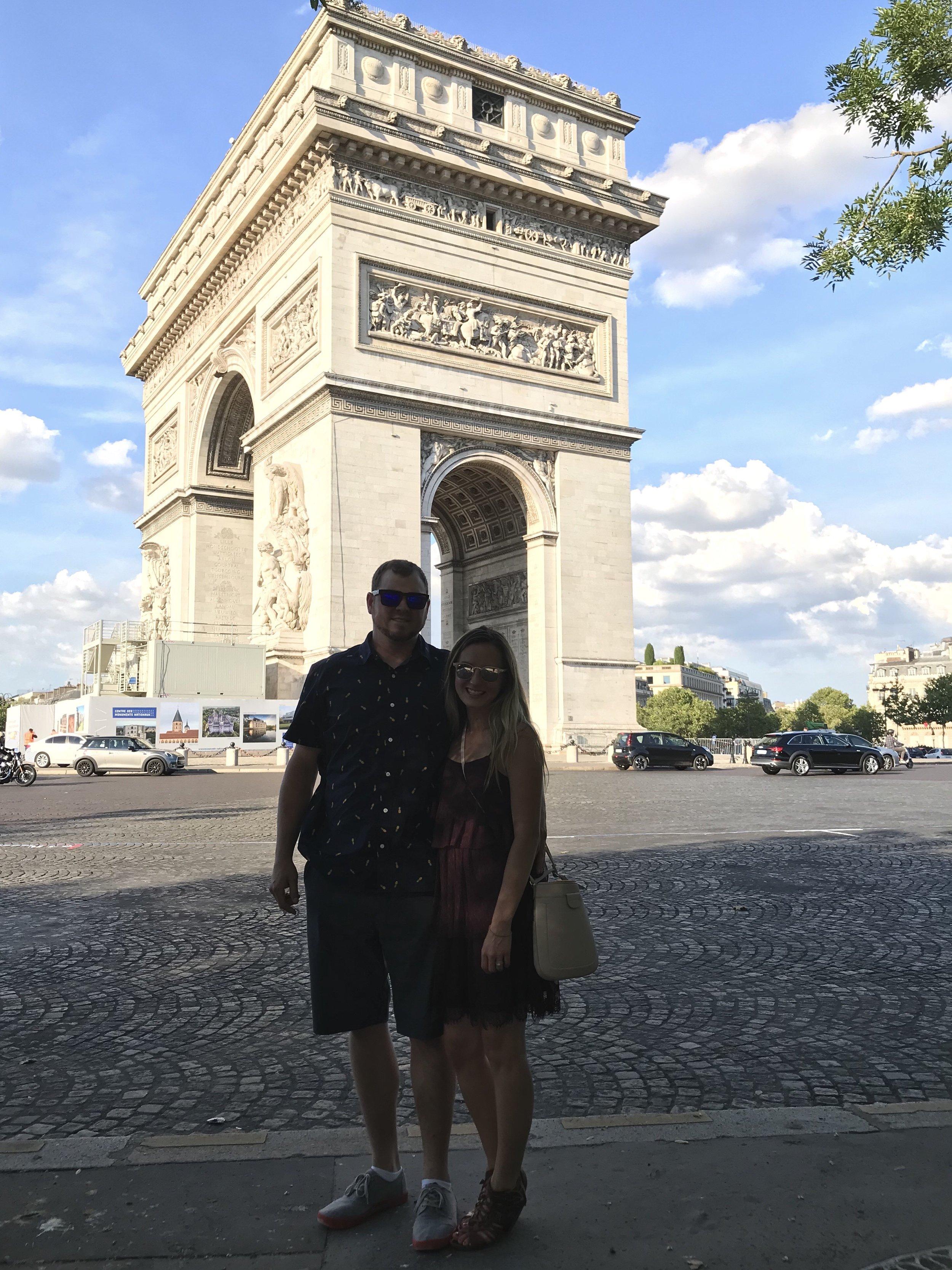Smitten Honeymoons at Arc de Triomphe