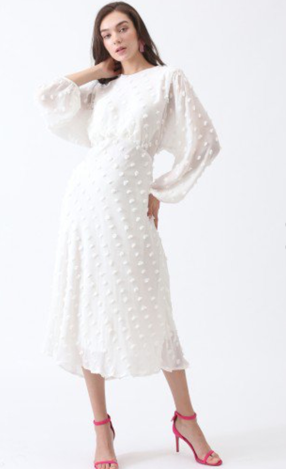 Obsessed with the cut of this one! The V-cut under the bust is a really flattering shape!