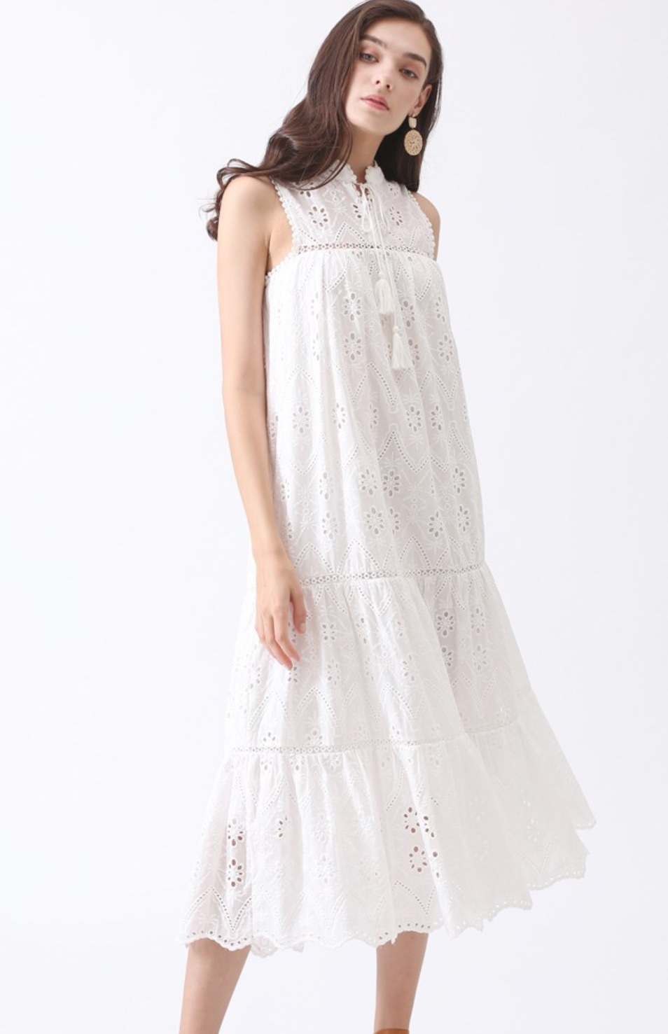 I just love the eyelet detailing on this dress. So feminine and casual!