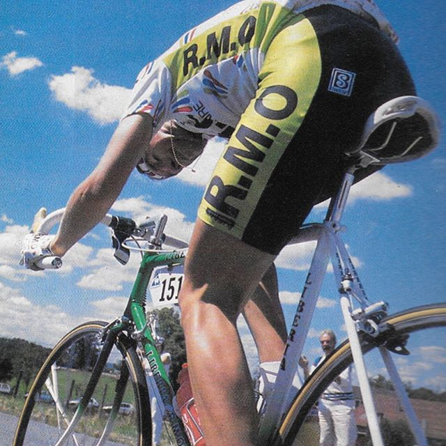 Sometimes a simple photo can portray so much more than just the photo itself.  This photo of Patrice Esnault on the attack during the 1988 Tour de France is one of those pictures.  We couldn't think of a better pic for this week's Monday's Musette Bag. @billygoatbicycleco @billygoatracing @aeolusendurance @veloprobike @maviccycling #mondaymusettebag #mondaysmusettebag #patriceesnault #tourdefrance #1988tourdefrance #mavic #rmocyclingteam #breakaway #dropbars #dropbarsnotbombs #knowgoatsknowglory #liberiabike #selleitaliaturbo