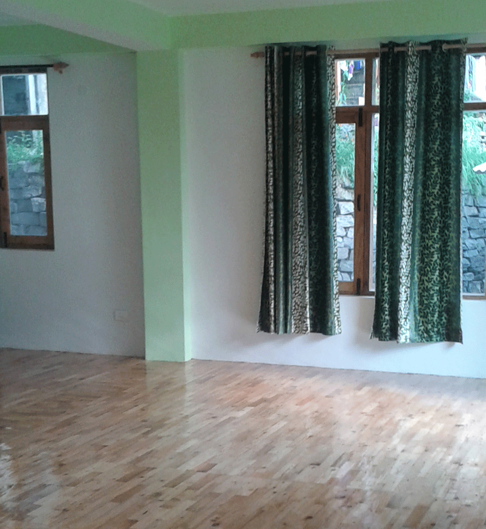 Spacious room for yoga exercises and thai massages