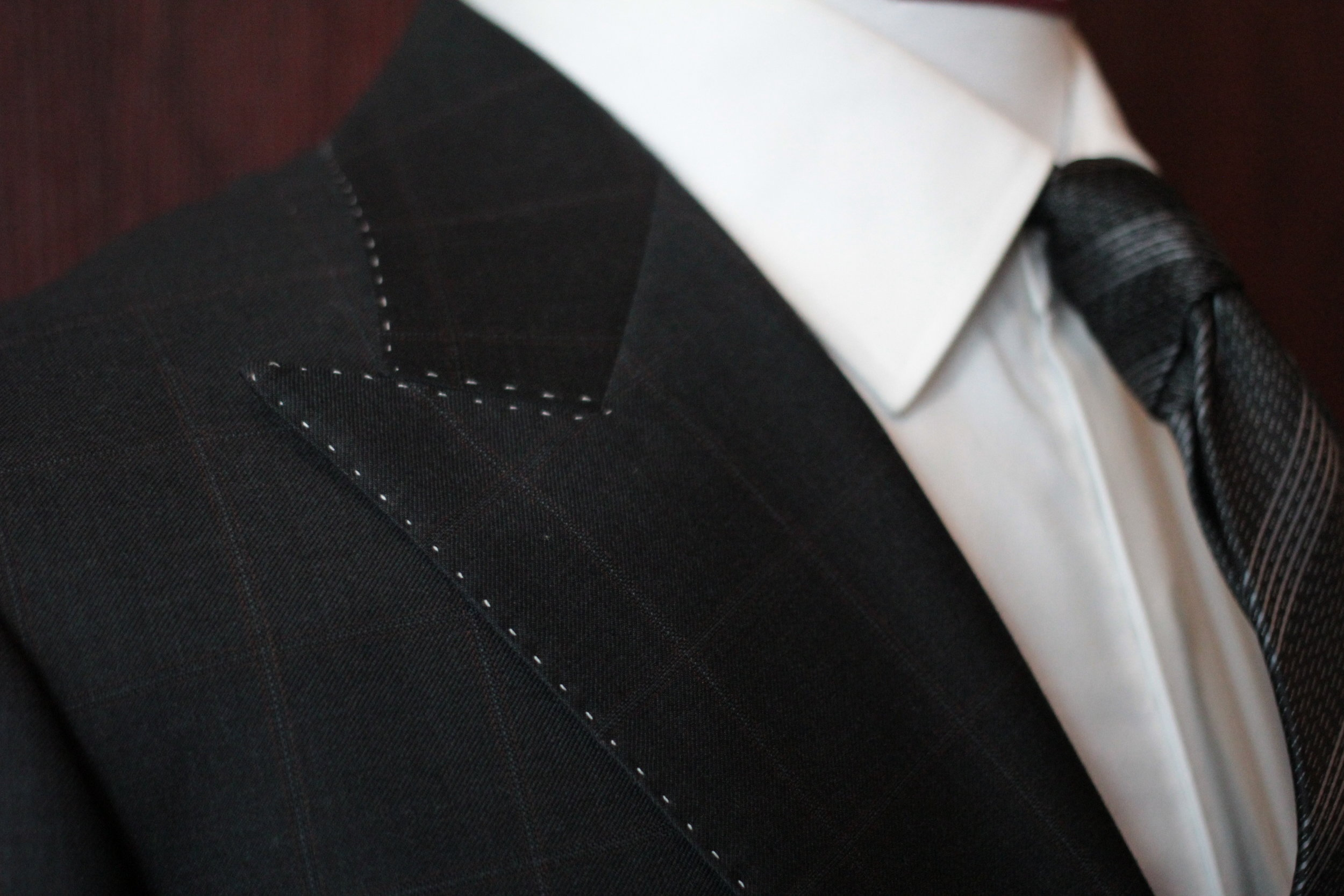 Different colored pic stitching to enhance your suit look.