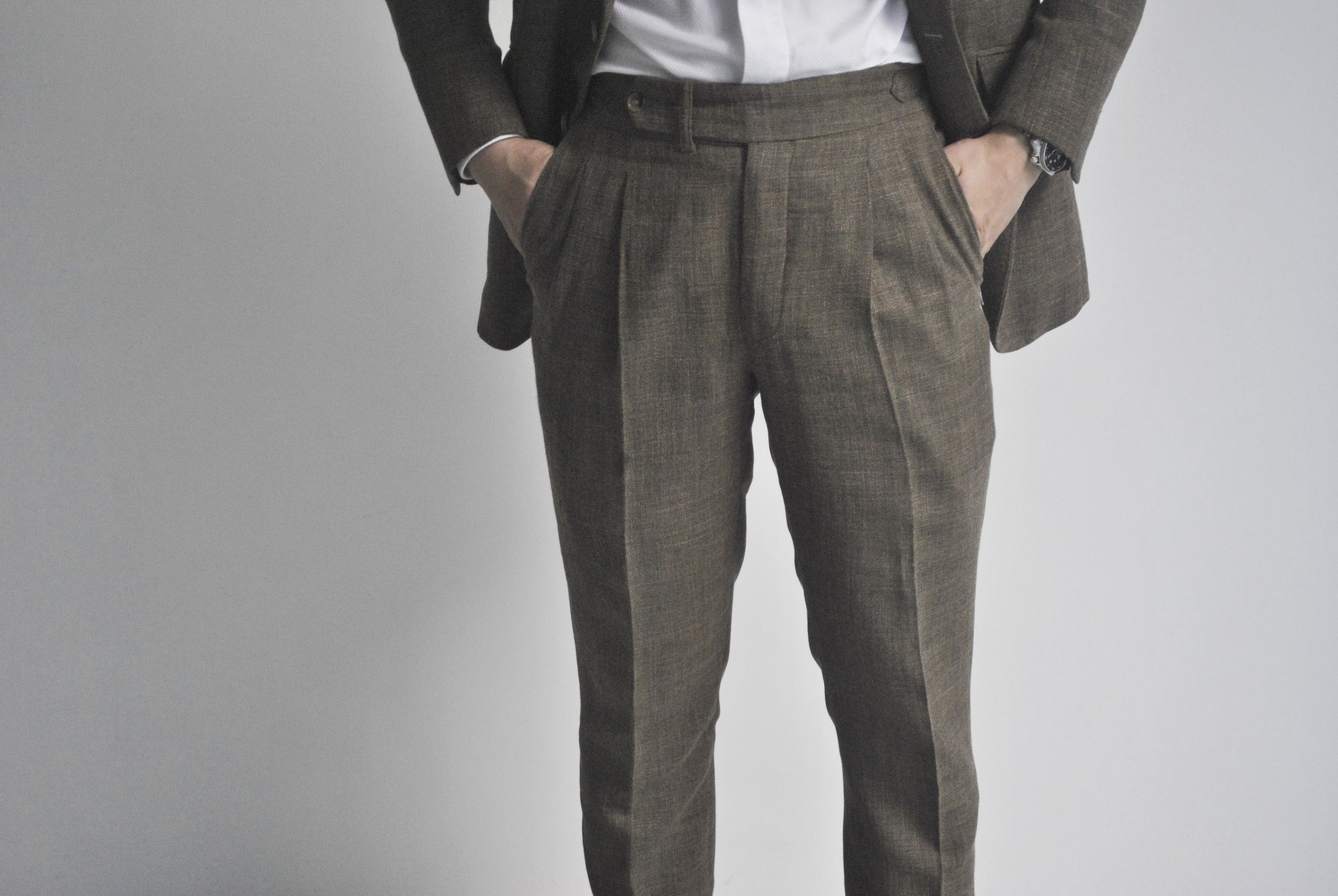 Pleated Trousers with Hopsack fabric.
