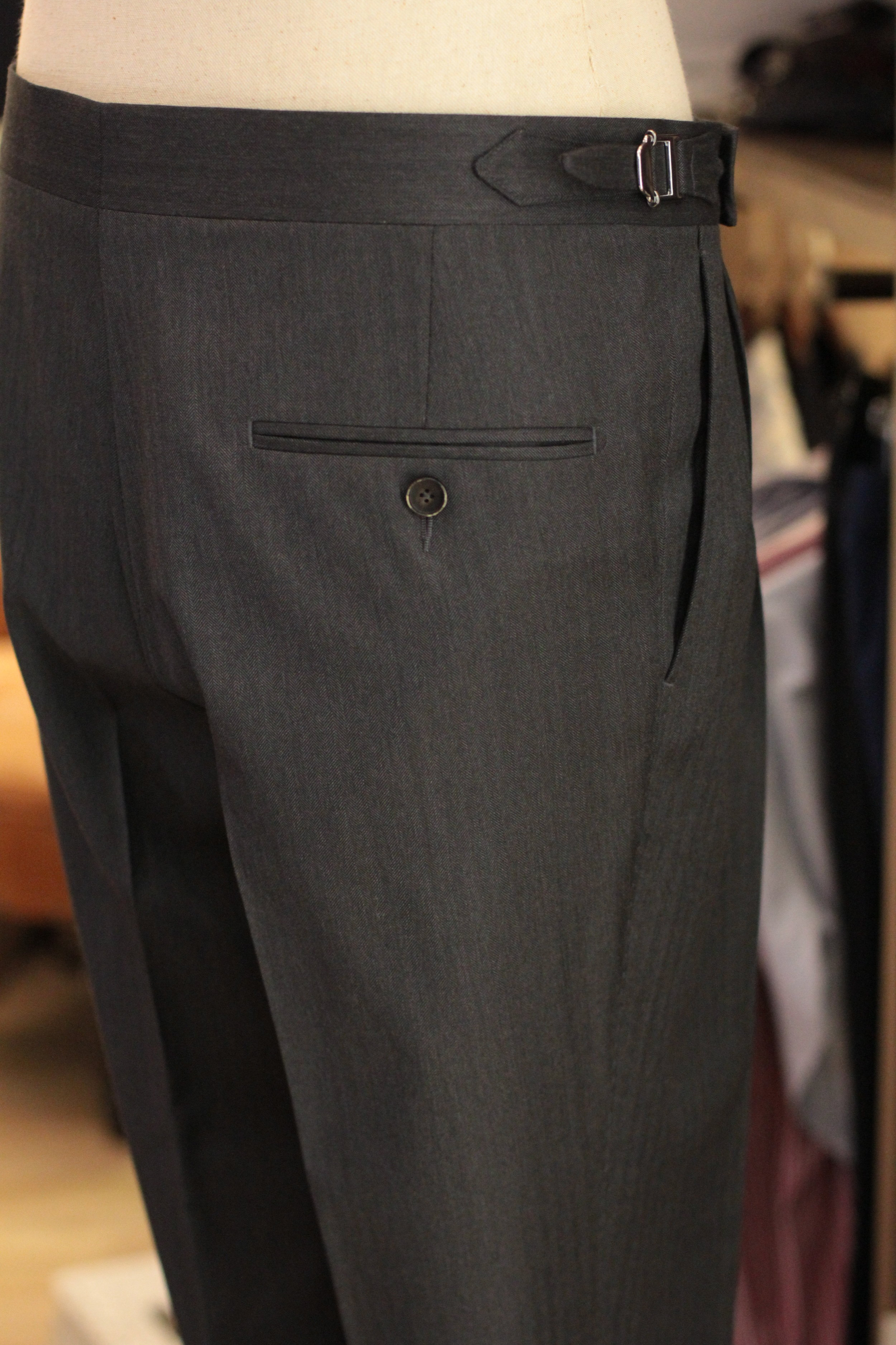 Back pocket with HORN button