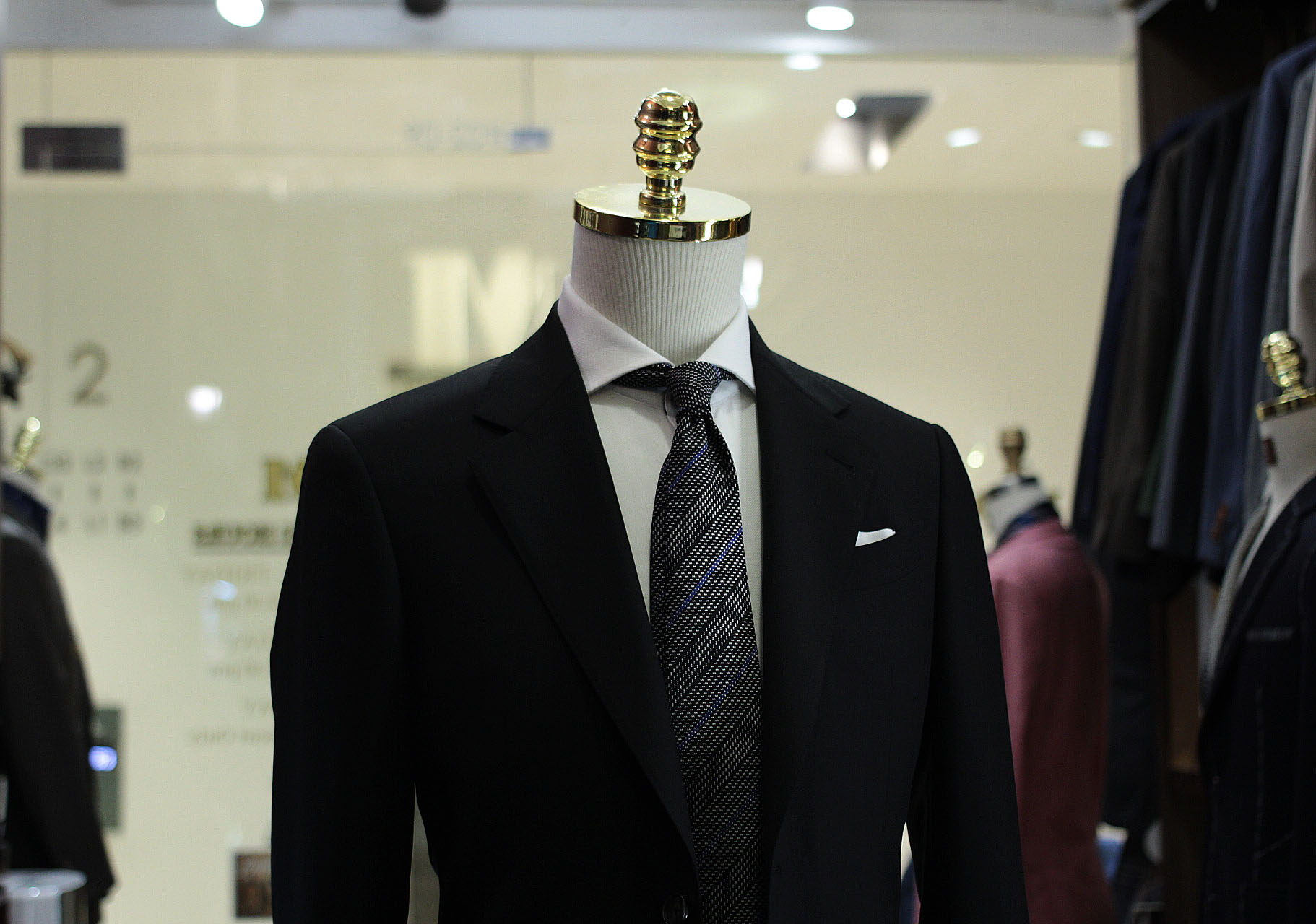 Mr Wick | Babayaga | Made Suits | Tailor Made Suits Singapore | Holland & Sherry FIESTA IV Side.JPG